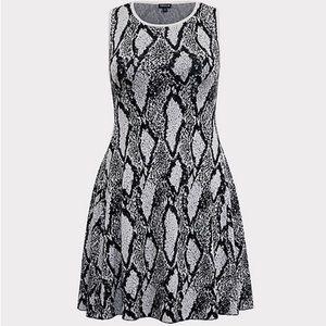 🌸 NWT ‼️ Torrid Sleeveless Dress Size 10
